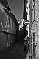 В узких улочках