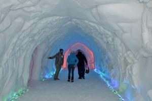 в снежной деревне(Кировск)