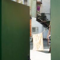 Дворик и дверь
