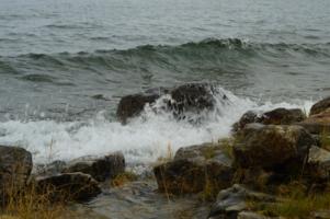 Почернело синее море ...