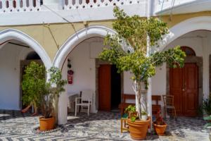 Двери монастыря