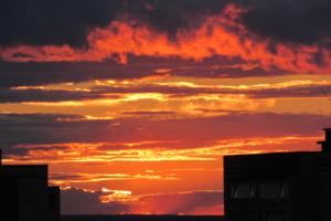 В сто сорок солнц закат пылал...