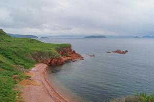 Море у острова Попова