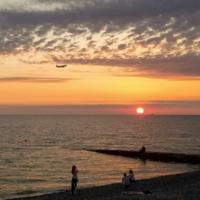Полёт над морем на закате