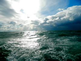 Катит море вал за валом...