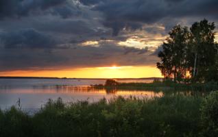 Закат с рыбаком