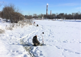 Жарко на зимней рыбалке