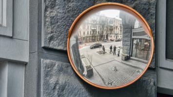 В королевстве кривых зеркал
