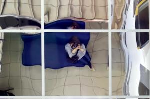 В магазине с зеркальным потолком