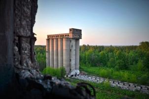Заброшенные колонны былой эпохи...