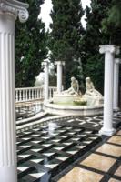 Фонтан с колоннами