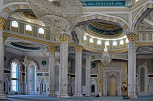 Колонны мечети Хазрет Султан