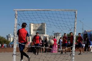 Футбол на площади.