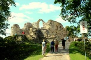 Развалины средневекового замка.