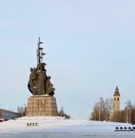 Памятник основателям города....