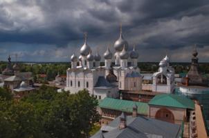 """""""Днесь светло́ красуется славный град Ростов!"""""""
