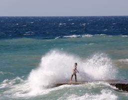 Море волновалось,море бушевало,море било пеной...