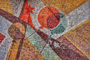 Фасадная мозаика на жилом здании в городе Королёве