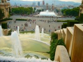 У Королевского дворца в Барселоне