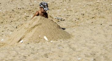 Зарыться бы в теплый песочек...
