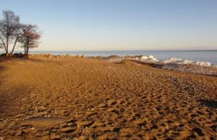 Пляж в апреле