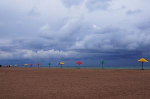 Зонтики и песок