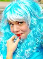 Девочка с голубыми волосами