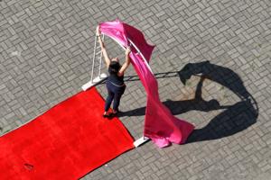 А к свадьбе из парусов пошили ковровую дорожку...