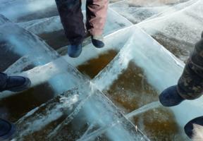Так ли тверда корка льда?