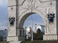 Щиты на арке