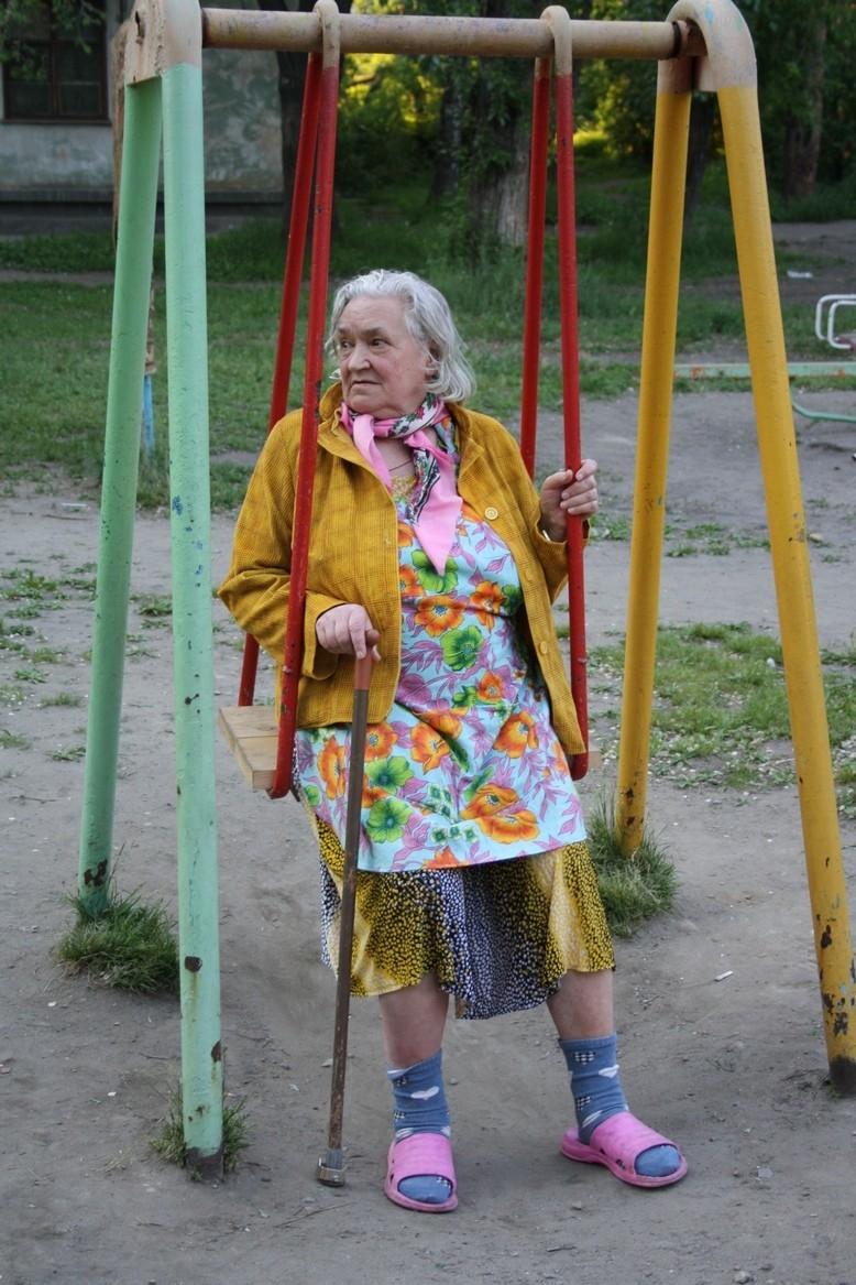 октябре картинка старушки на качелях своей