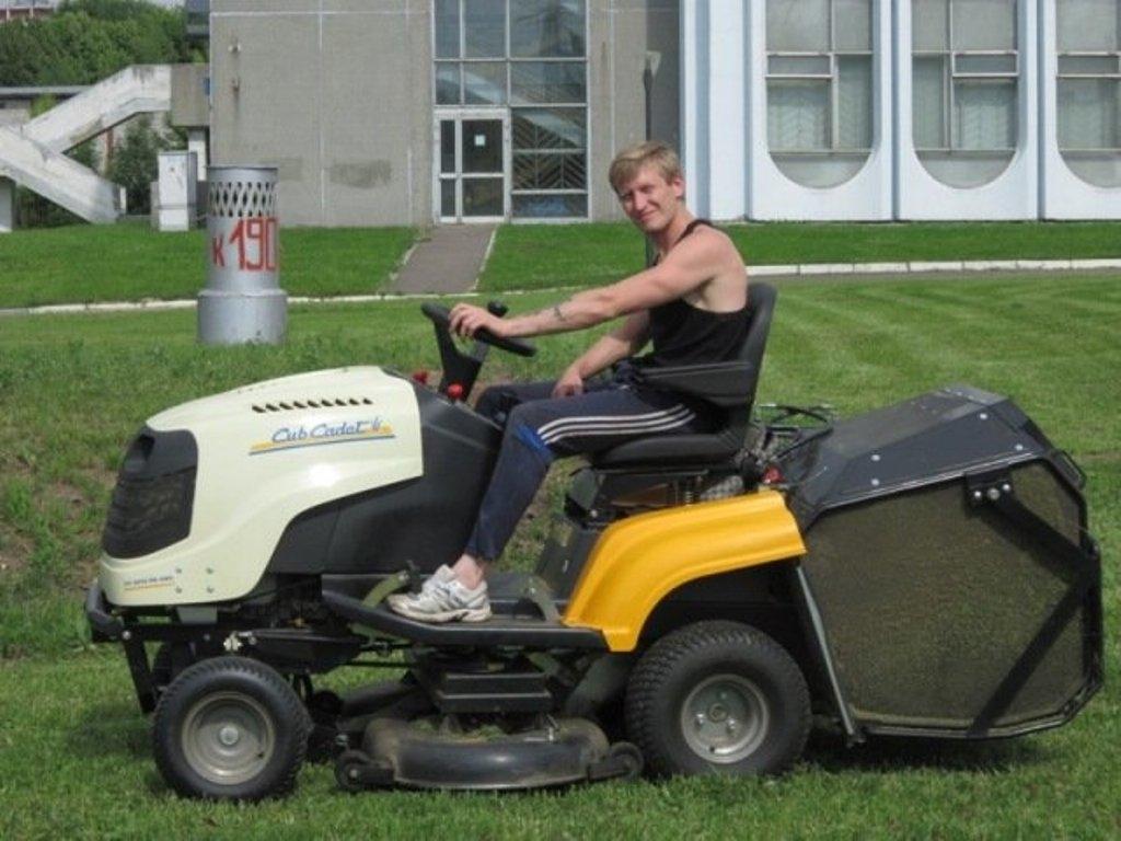 менее картинки про газонокосильщика описывается как