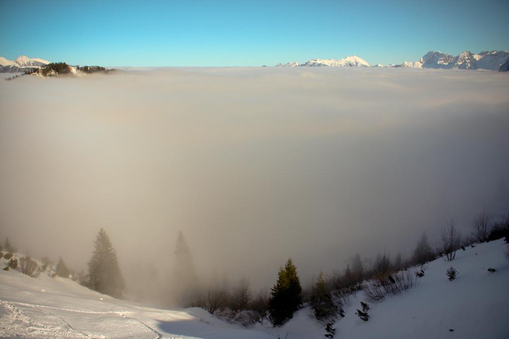 И окутал землю туман...