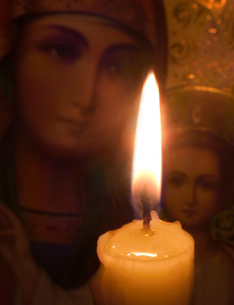 Горит свеча у иконы...