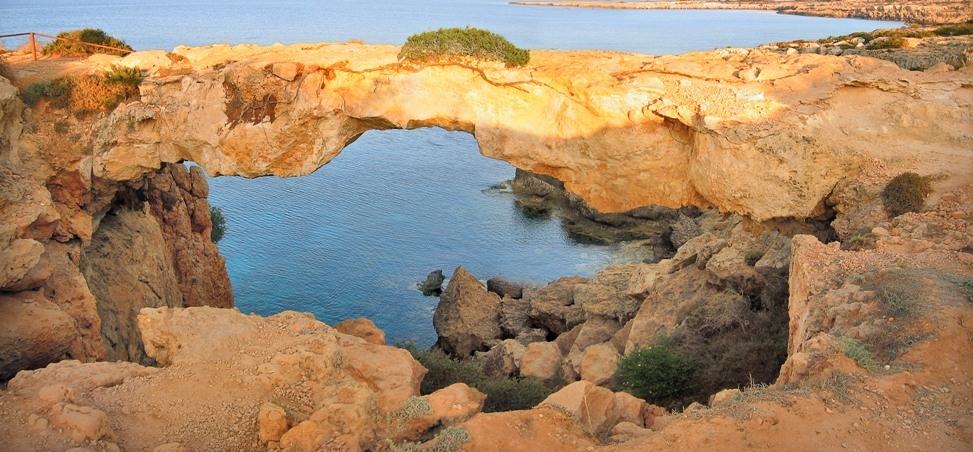 Каменный мост созданный морем