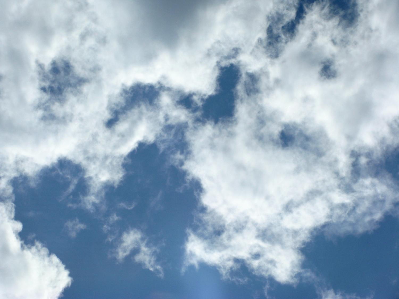 Под небом голубым....