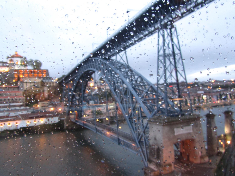 мост под дождем картинки здесь