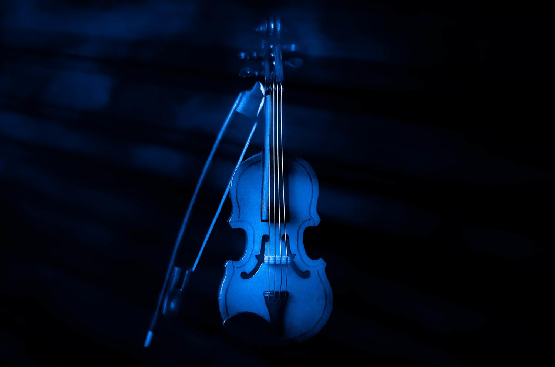 картинка скрипка на черном фоне этого разу