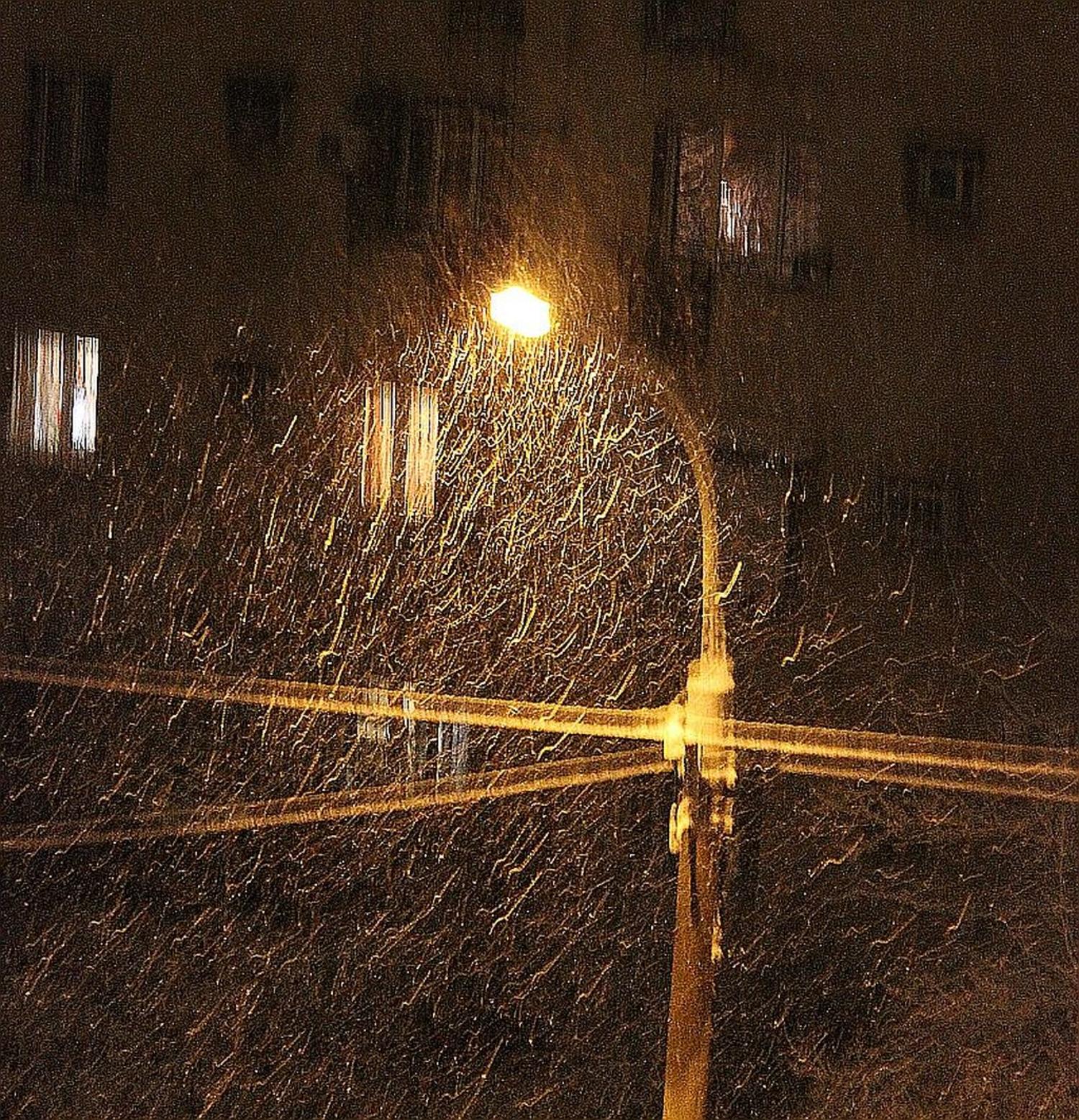 Снег. Улица. Фонарь. Аптека...