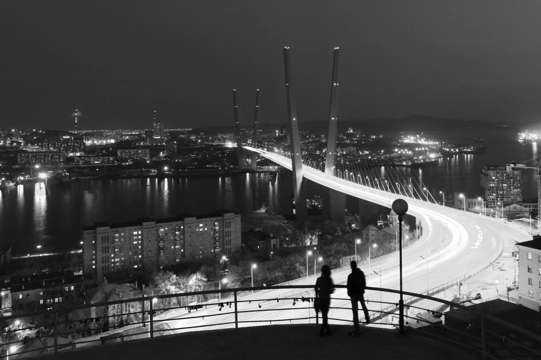 Двое у моста.