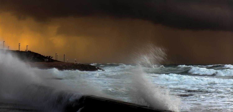 Пыльная буря над побережьем