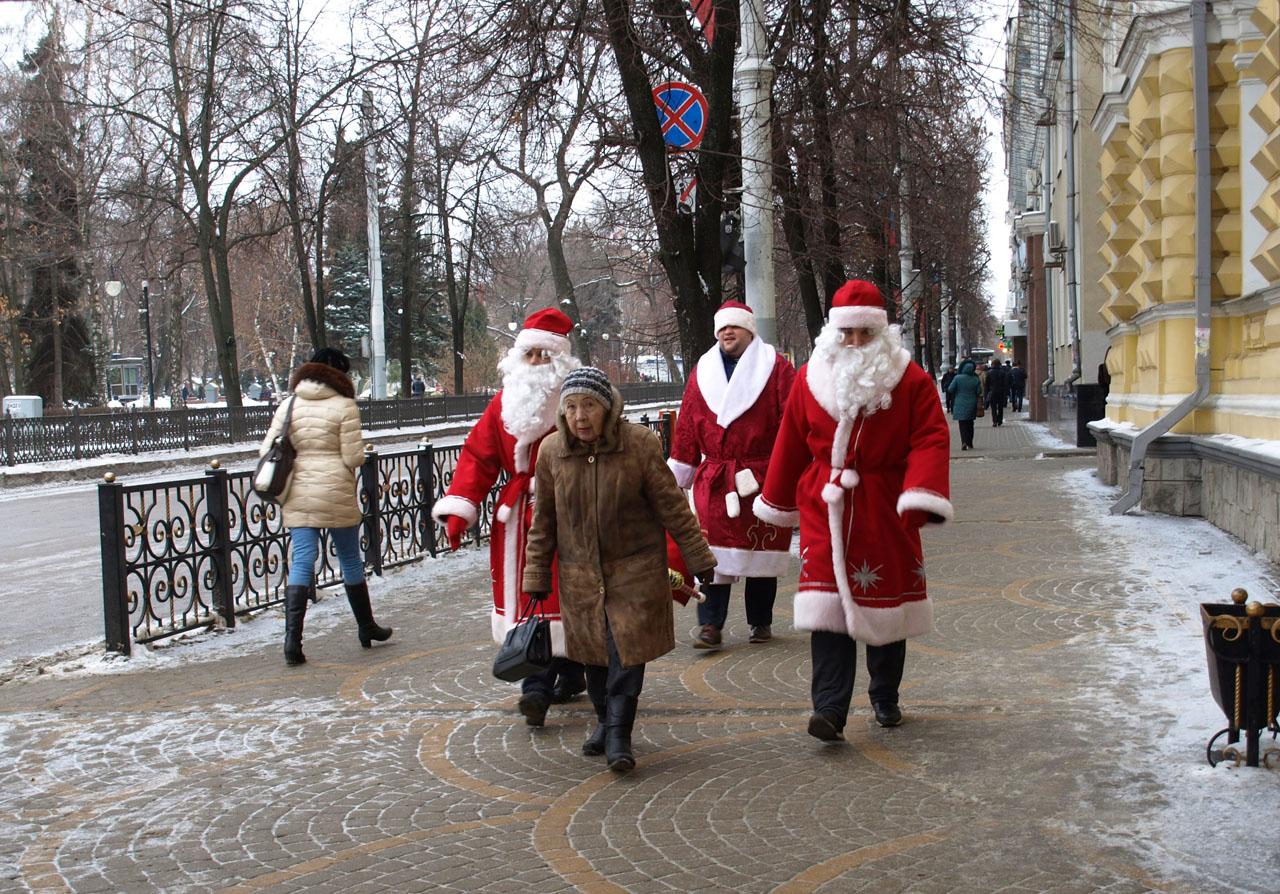 Внукам-по Деду Морозу.