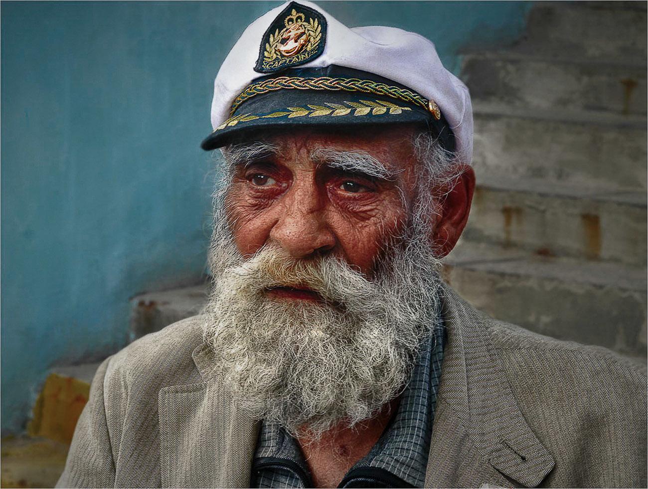 Жил отважный капитан