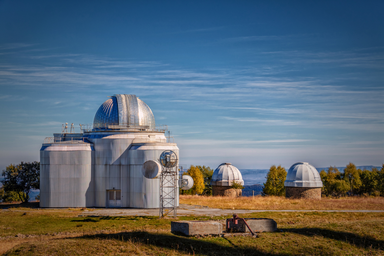 Купола телескопов - это их веки