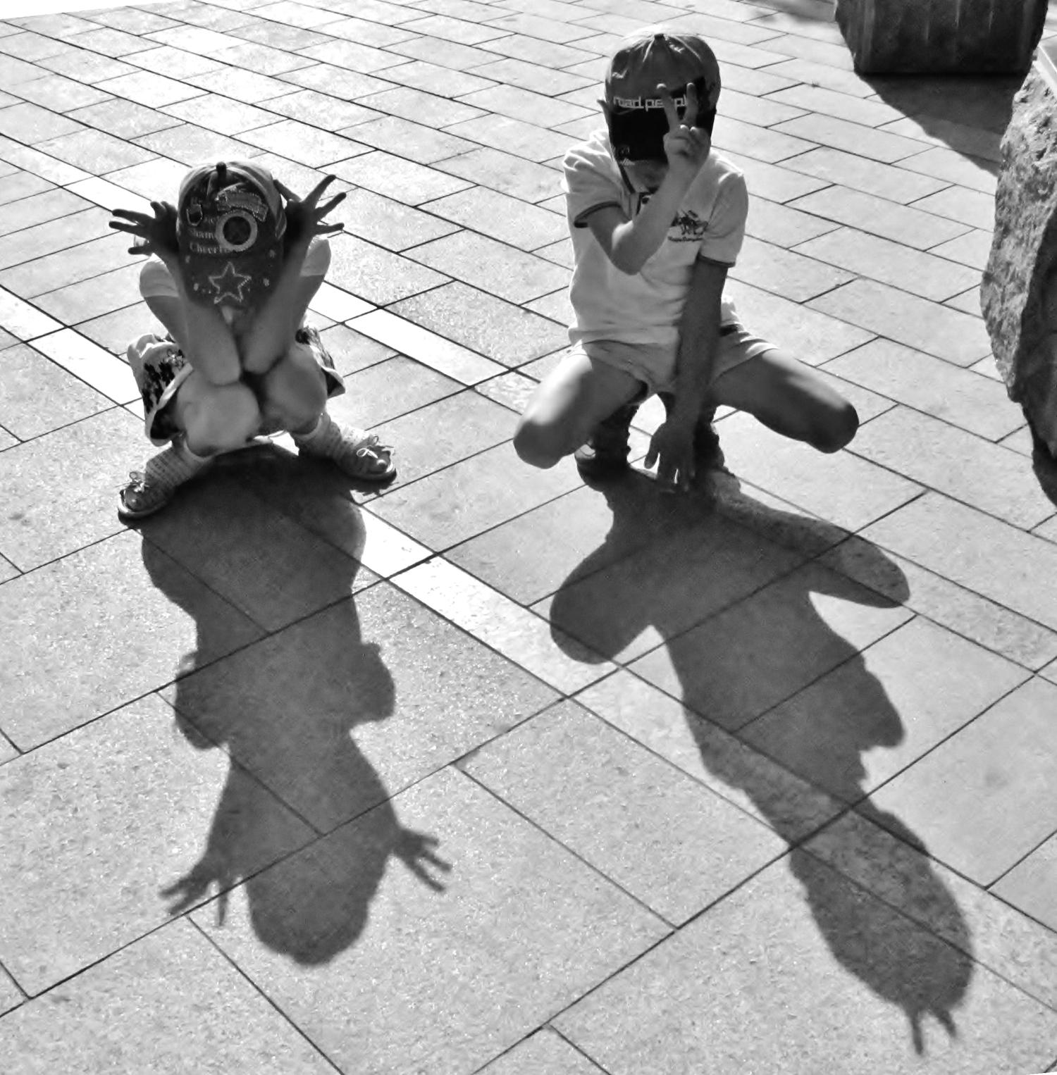 Мы играем с тенью