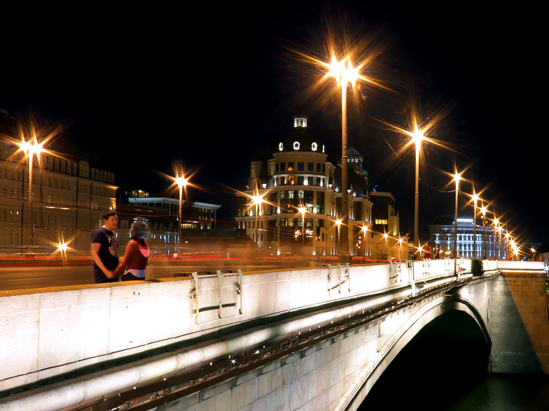 Влюблённые на мосту