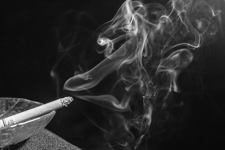 длинными картинки сигаретного дыма балкон