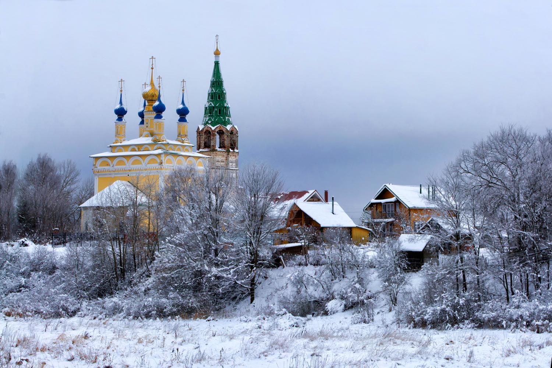 Зима рассыпала снежок