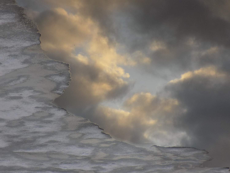 Льдинки смотрятся в облака