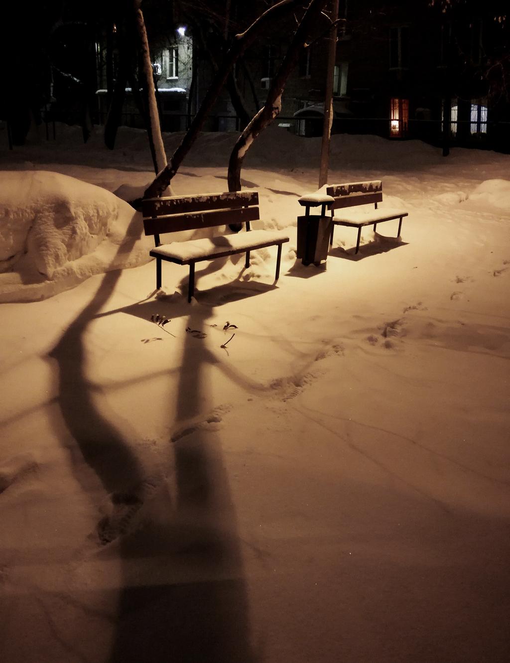 Ночь гуляет по дворам...
